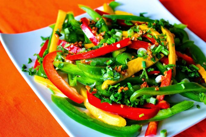 Sweet pepper and cucumber vitamin salad